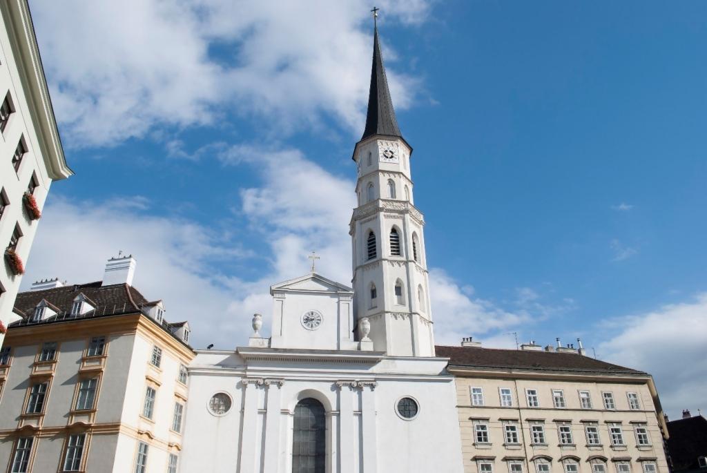 Die Michaelerkirche in Wien