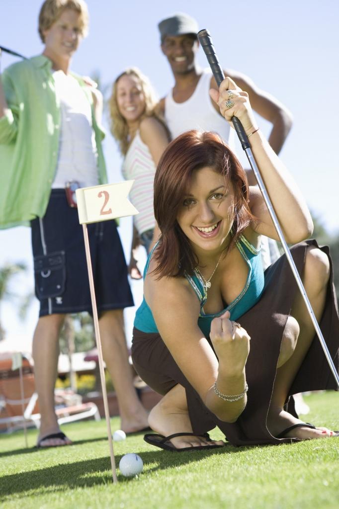 Minigolf mit Freunden zur Sonnenwende macht garantiert viel Spaß.
